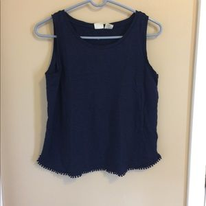 Women's Lucy & Laurel top in size large.